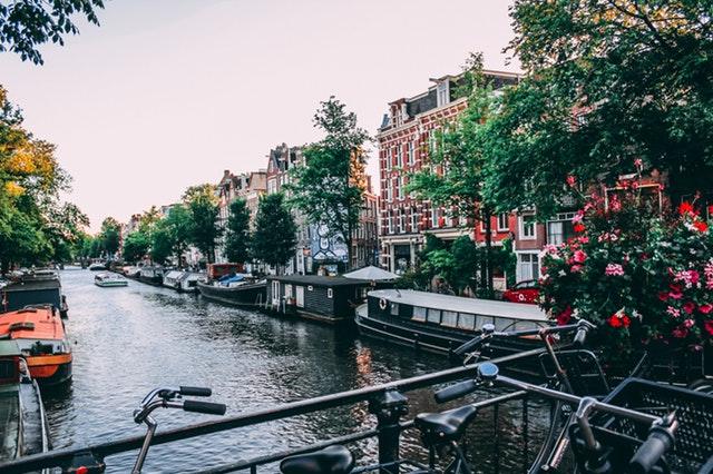 Bezoek Amsterdam tijdens een verblijf in een strandhuisje