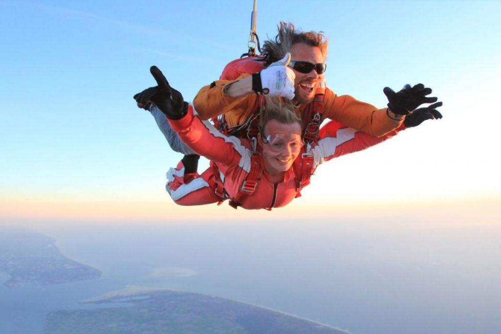 Activiteiten Zeeland: Parachutespringen in Zeeland