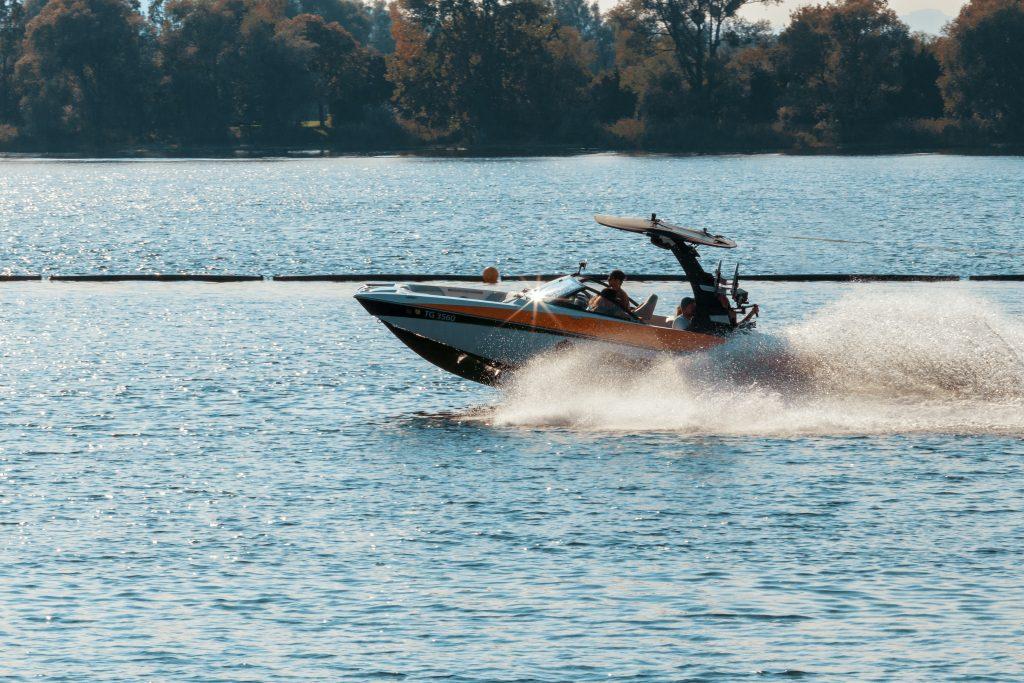 Varen met motorboot